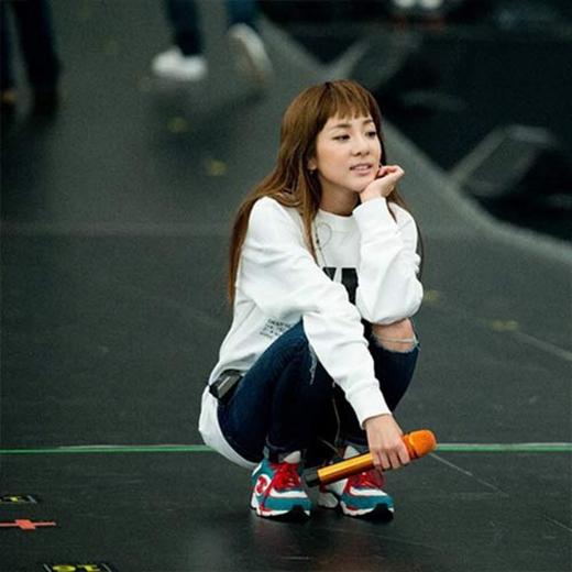 Dara khoe tóc mới cắt ngắn nữa, khiến fan thích thú vì cô càng ngày càng trẻ trung