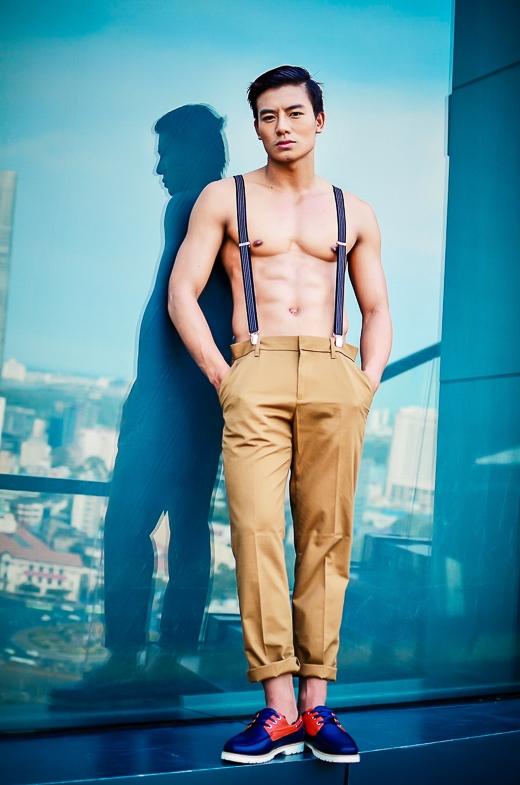 """Trong phim """"Hương ga"""" sắp ra mắt, Hiếu Nguyễn vào vai một thanh niên bụi đời sống trong giới giang hồ, sống lang thang ở bến xe. Đây là một vai diễn khá khó và đòi hỏi diễn xuất đa chiều."""