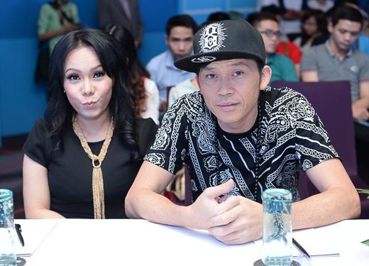 """Vì tham dự một sự kiện khác trong ngày nên Hoài Linh đã diện luôn trang phục hiphop tới buổi giới thiệu """"Ơn giời, cậu đây rồi"""" - Tin sao Viet - Tin tuc sao Viet - Scandal sao Viet - Tin tuc cua Sao - Tin cua Sao"""
