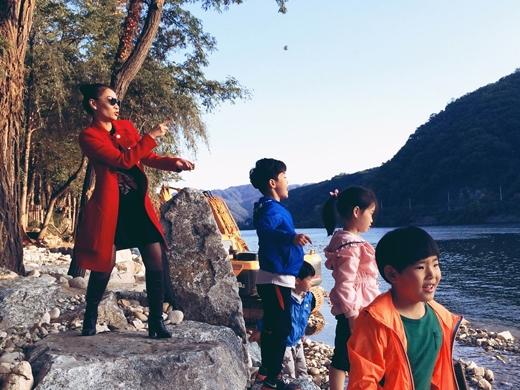Vì đang là khoảng thời gian khí hậu Hàn Quốc đẹp nhất nên Thu Minh đã tranh thủ đến rất nhiều địa điểm nổi tiếng của Seoul để chụp ảnh cũng như thưởng thức các món ăn đặc sản. - Tin sao Viet - Tin tuc sao Viet - Scandal sao Viet - Tin tuc cua Sao - Tin cua Sao