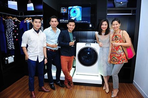 Không gian phòng giặt tạo ấn tượng với sự bố trí hài hòa của máy giặt thông minh Samsung Crytal Blue - Tin sao Viet - Tin tuc sao Viet - Scandal sao Viet - Tin tuc cua Sao - Tin cua Sao