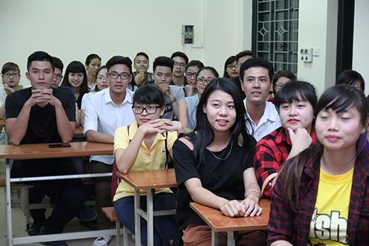 Buổi trò chuyện nhận được sự quan tâm nồng nhiệt của sinh viên thủ đô Hà Nội.