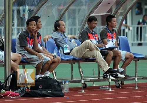 Bầu Đức sẽ về cố đô Yangon và xem các cầu thủ thi đấu qua tivi.