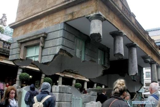 """""""Siêu phẩm"""" tòa nhà lơ lửng trên không ngoài đời thực"""
