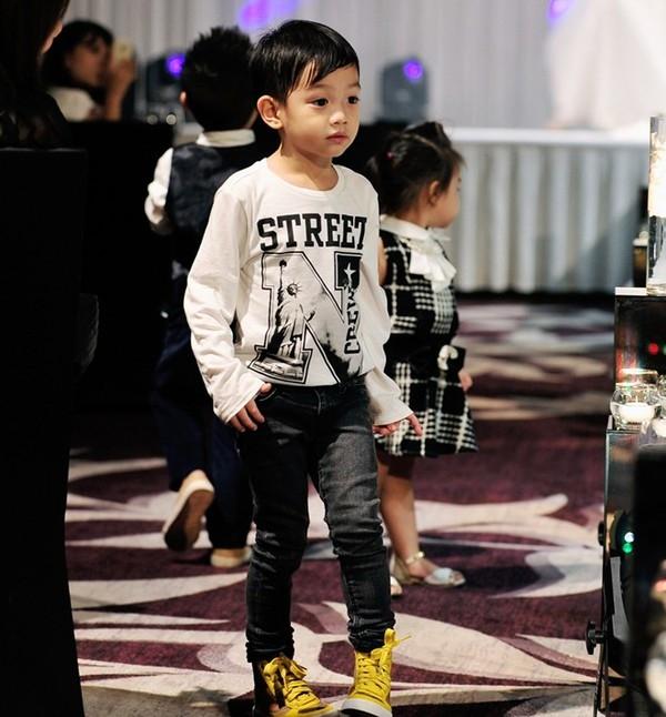 Subeo còn được bố mẹ cho mặc đồ rất sành điệu - Tin sao Viet - Tin tuc sao Viet - Scandal sao Viet - Tin tuc cua Sao - Tin cua Sao