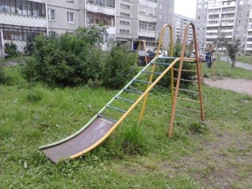 Chiếc thang được thiết kế rất khó hiểu, có thể gây nguy hiểm cho trẻ nhỏ