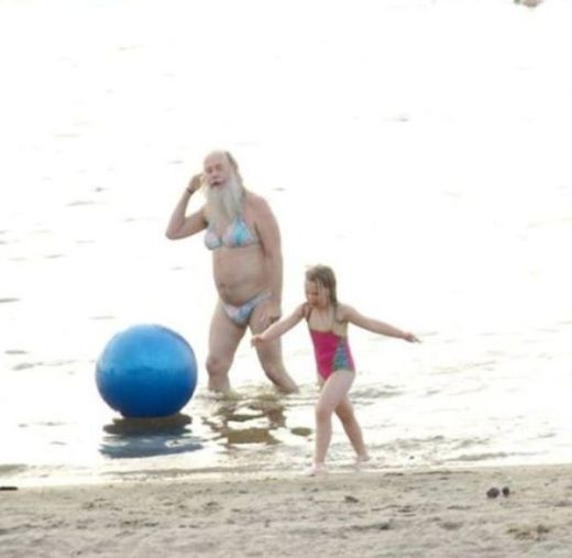 Đồ bơi của ông ngoại còn 'dữ dằn' hơn cháu gái