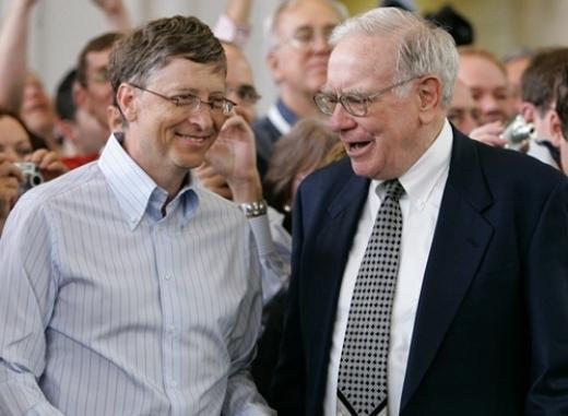 Hai tỷ phú Mỹ - Bill Gates (trái) và Warren Buffett (phải). Ảnh: Luxury Topics