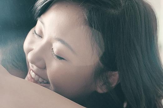 Những cung bậc cảm xúc khác nhau trong MV, từ vui vẻ, ôm người yêu ngọt ngào hay phụng phịu giận hờn… được Văn Mai Hương thể hiện qua lối diễn xuất tự nhiên của mình. - Tin sao Viet - Tin tuc sao Viet - Scandal sao Viet - Tin tuc cua Sao - Tin cua Sao