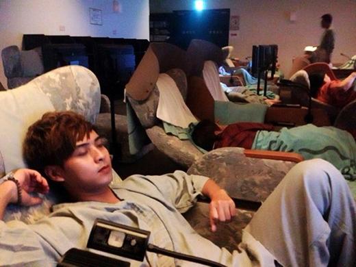 Hồ Quang Hiếu và hàng loạt nghệ sĩ phải ngủ trong phòng mát xa - Tin sao Viet - Tin tuc sao Viet - Scandal sao Viet - Tin tuc cua Sao - Tin cua Sao