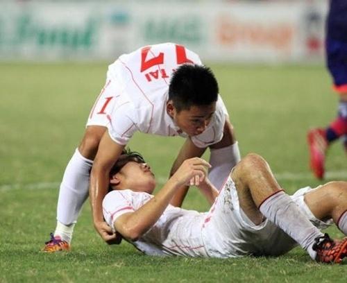 Các cầu thủ U.19 kiệt sức. Ảnh: Q.T