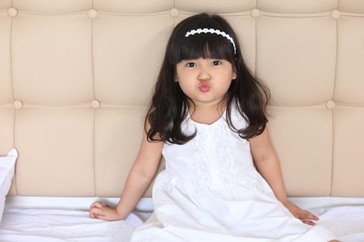 """Cô bé Bông Gòn là nhân vật mang lại nhiều bất ngờ cho khán giả với vai diễn thể hiện rất nhiều cảm xúc đối lập trong MV """"Những giấc mộng dài"""". - Tin sao Viet - Tin tuc sao Viet - Scandal sao Viet - Tin tuc cua Sao - Tin cua Sao"""