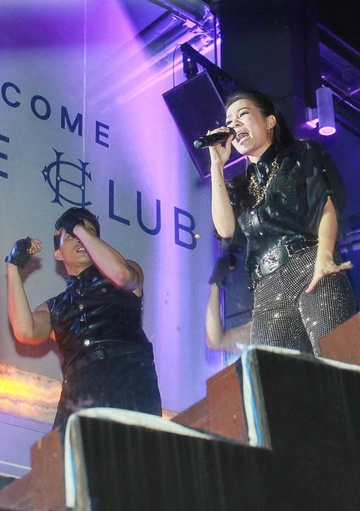 Trong sự kiện, Thu Minh hát hai ca khúc là Bay và Hangover - một ca khúc mới phát hành của cô. - Tin sao Viet - Tin tuc sao Viet - Scandal sao Viet - Tin tuc cua Sao - Tin cua Sao