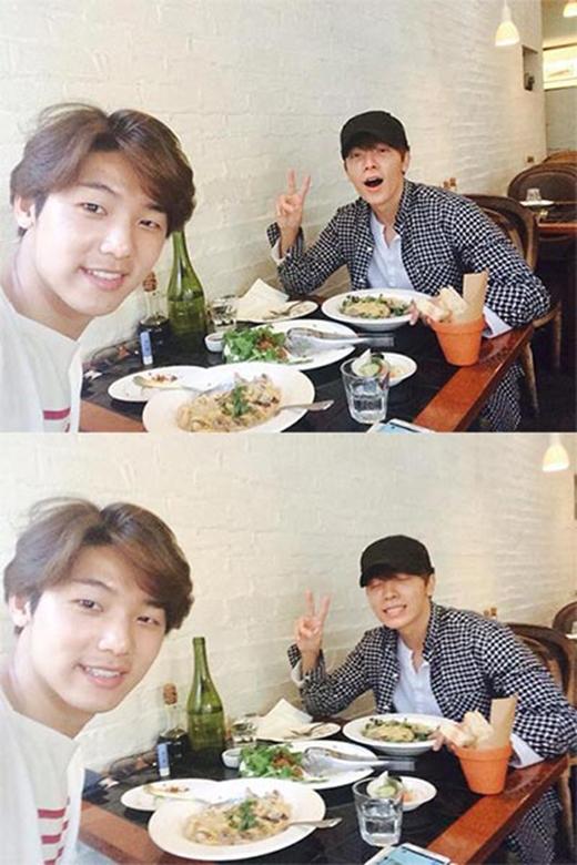 Minhyuk hào hứng khoe hình ăn trưa cùng Donghae với nội dung: 'Câu trả lời là anh Donghae. Rất nhiều câu trả lời sai là Lee Jungshin'