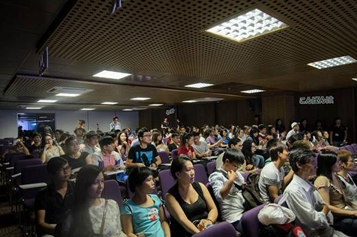 Cuộc thi thu hút nhiều sự quan tâm của các bạn sinh viên và cả phụ huynh lớn tuổi.