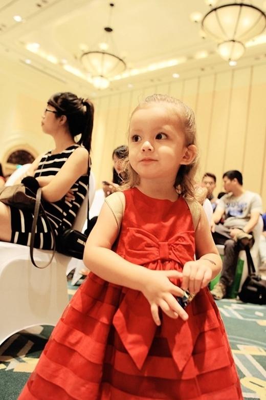 Vào sinh nhật 2 tuổi của hai bé, cô Bống đã tiết lộ hình ảnh cũng như một vài thông tin về cặp sinh đôi này.