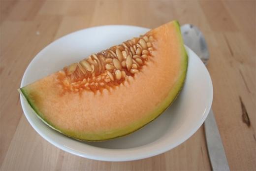 Một giống dưa khác của Nhật góp mặt trong danh sách này đó là dưa vàng Yubari. Loại dưa này có vỏ giống một quả dưa đỏ bình thường, nhưng mang hương vị và chất lượng hoàn toàn khác biệt. Dưa Yubari cũng được trồng trên đảo Hokkaido nhưng giá thành rẻ hơn dưa hấu Densuke khá nhiều, chỉ khoảng 150 USD một quả.