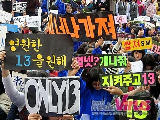 Năm 2007, fan Super Junior đổ ra đường phản đối đưa Henry vào nhóm. Có khoảng 1.500 fan đã ngồi trước công ty SM giăng băng rôn biểu tình với thông điệp họ chỉ chấp nhận 13 người. Hiện tại, Henry vẫn chỉ là một mẫu của Super Junior - M và rất nhiều E.L.F không bao giờ thừa nhận anh là thành viên của Super Junior.