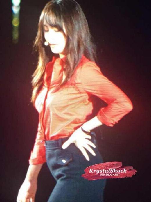 Một số hình ảnh Krystal trong buổi concert SM Town hôm qua 18/10.