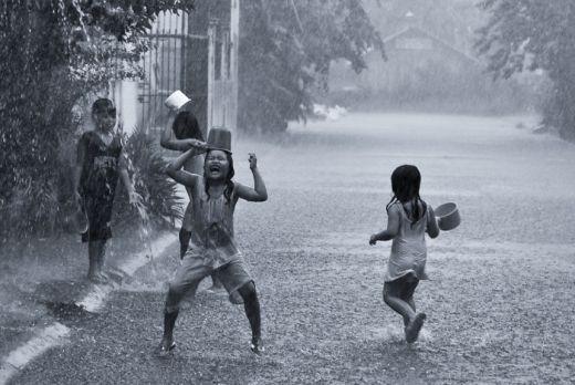 Tắm mưa là vui nhất