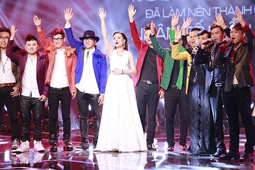 Những giây phút cuối trước khi công bố ngôi vị quán quân, những thí sinh từng tham dự cuộc thi nắm tay nhau thể hiện ca khúc Tạm biệt thay cho lời chào trân trọng nhất tới khán giả.
