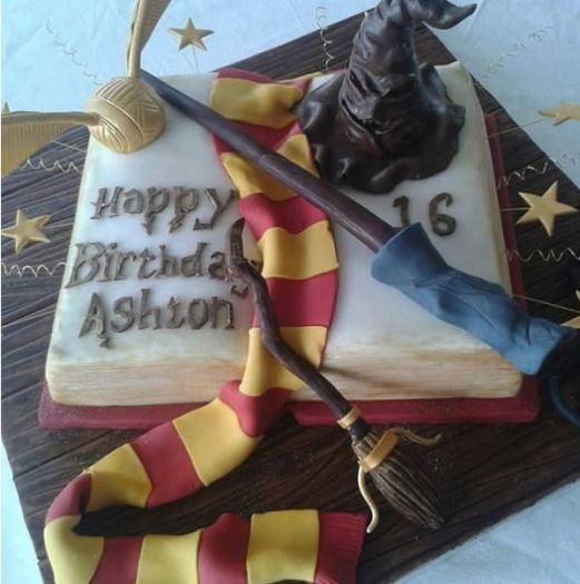Chúc mừng sinh nhật 16 tuổi của cậu bé Ashton -một 'fan bự' của Harry Potter