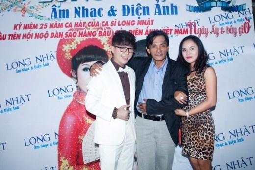 Cạnh đó, trong buổi giới thiệu DVD 10 phim ngắn đánh dấu 25 năm ca hát của Long Nhật còn có sự góp mặt của các diễn viên gạo côi, những người bạn bè thân của nam ca sĩ như: Thương Tín