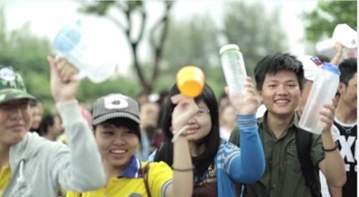 """Giới trẻ việt bùng nổ ngày hội xanh cuồng nhiệt có """"1-0-2"""""""