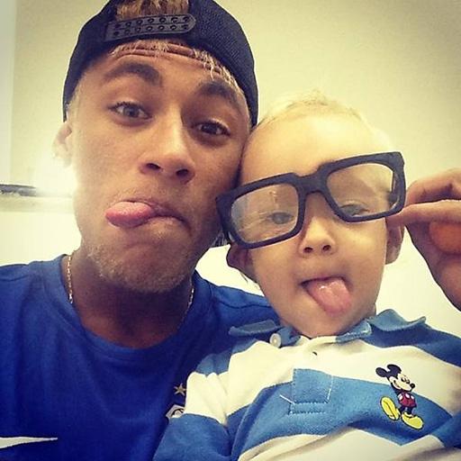 Neymar rất yêu thương con trai Davi Lucca