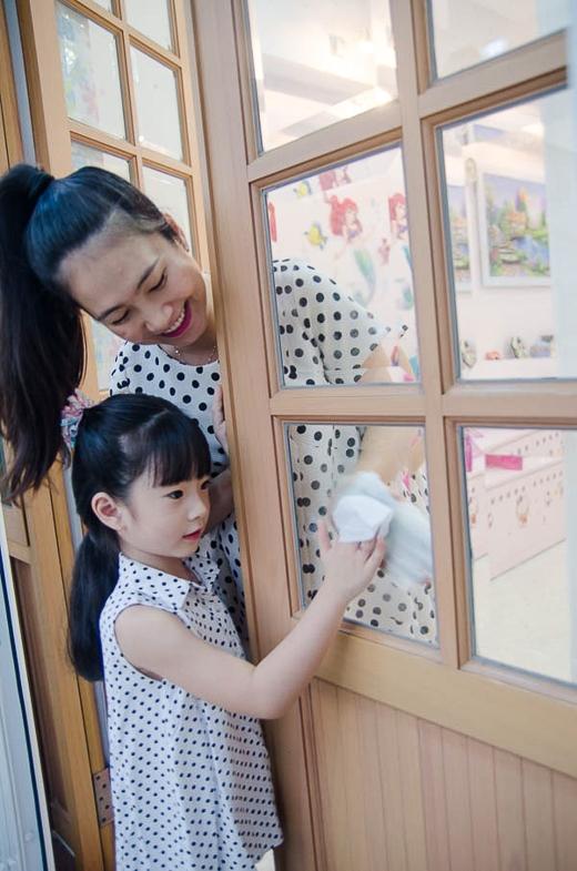 Nên dù công việc bận rộn đến đâu cô vẫn luôn dành tối đa thời gian có thể cho gia đình nhỏ của mình, nhất là công chúa Dâu Dâu.