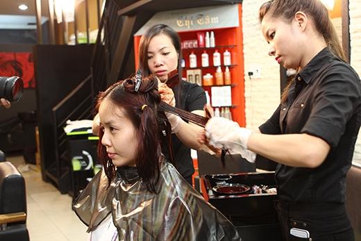 Tóc chính là một phần không thể thiếu trong việc tạo nên những điểm tuyệt đối cho vẻ ngoài hoàn hảo. Với sự tận tâm cùng tài năng của các chuyên gia tạo mẫu tóc đồng hành cùng chương trình, sẽ đem đến cho khán giả những xu hướng tóc và cách chăm sóc, bảo vệ tóc cực thú vị.