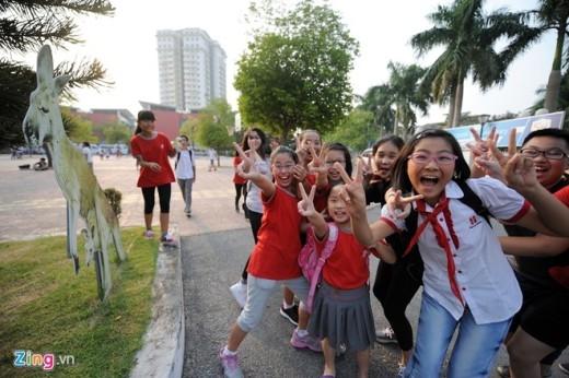 Học sinh vui vẻ trong giờ ra chơi.