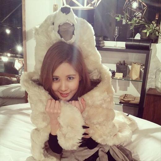 Seohyun hào hứng tham gia Instagram và khoe tấm ảnh đầu tiên: 'Tadaaaaa! Mình là Seohyun nè. Trời bắt đầu lạnh rồi, các bạn nhớ giữ ấm nhé'.