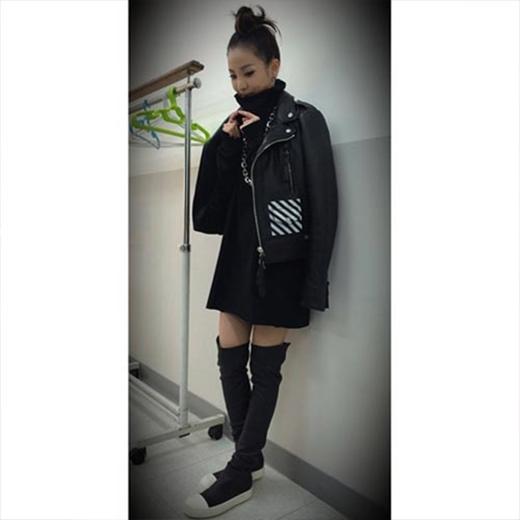 Dara khoe hình cổ vũ đàn em IKON trong chương trình Mix & Match