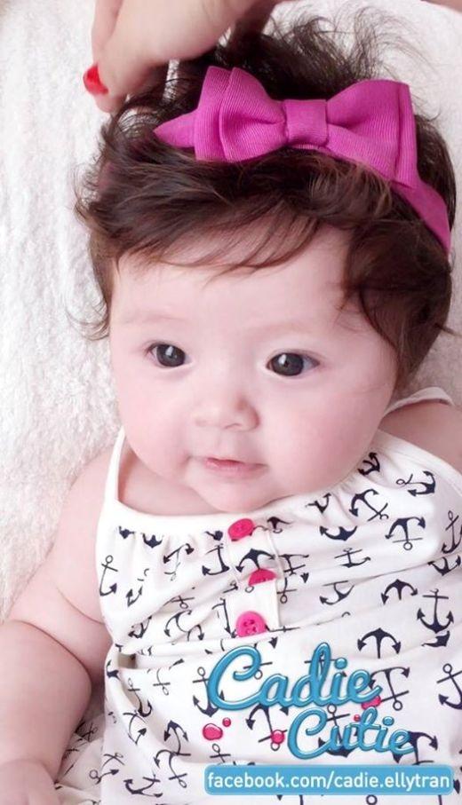 Trên trang cá nhân, Elly Trần khiến fan thích thú khi đăng những bức ảnh mới nhất của cô công chúa nhỏ Cadie.