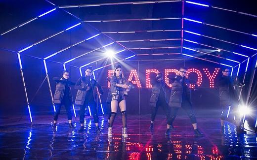 Sự hoành tráng trong hậu trường MV Bad Boy đã khiến khán giả vô cùng ngỡ ngàng trước độ 'chịu chơi' của Đông Nhi trong thời điểm khó khăn của làng giải trí hiện nay. - Tin sao Viet - Tin tuc sao Viet - Scandal sao Viet - Tin tuc cua Sao - Tin cua Sao