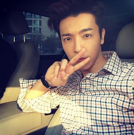 Donghae đăng hình tự sướng cám ơn các fan đã dành tình cảm cho ca khúc mới This Is Love của Super Junior