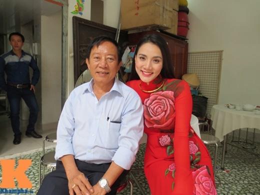 Bác ruột của Trang Nhung - ông Nguyễn Thức mới đây đã chia sẻ với chúng tôi loạt ảnh do đích thân ông ghi lại trong lễ ăn hỏi (đính hôn) của cô cháu gái nổi tiếng và bạn trai Hoàng Duy.