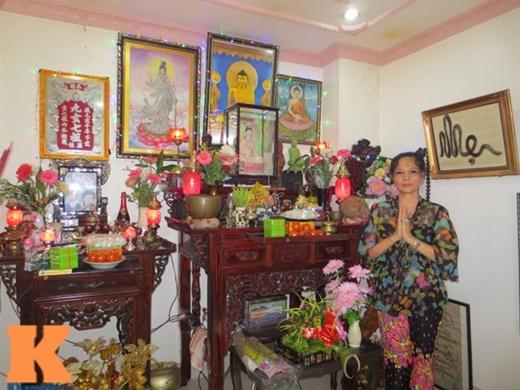 Phòng thờ trên tầng thượng được mẹ Trang Nhung bài trí chu đáo
