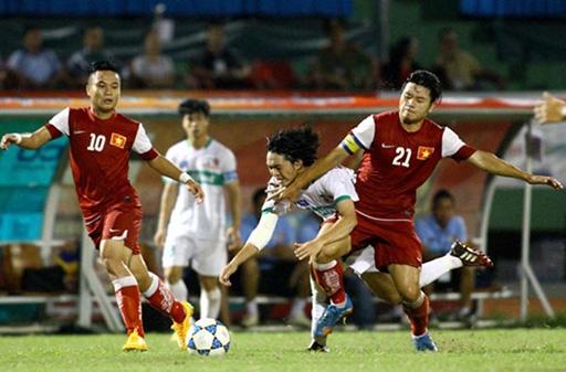 U21 Việt Nam (áo đỏ) chơi lép vế hoàn toàn so với U19 HAGL. Ảnh: Dương Thu