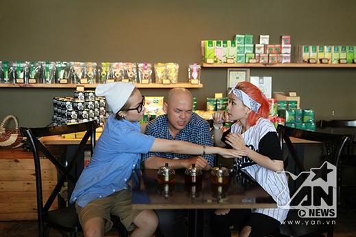 Có phải Gil và Chi đang có một màn đấu khẩu với nhau về trà sau màn thử thách đầu tiên của Alain Nghĩa không?