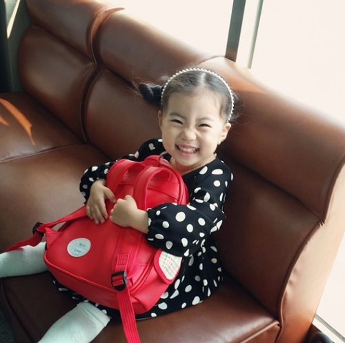 Mọi khoảnh khắc đáng yêu của bé Yebin đều được mẹ chia sẻ trên trang cá nhân