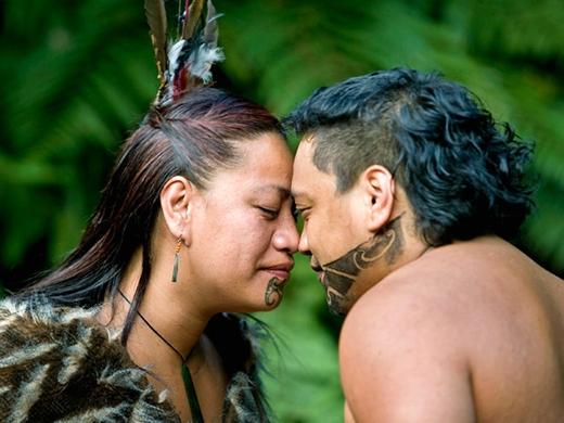 Tục chào nhau bằng cách cọ mũi của người Maori