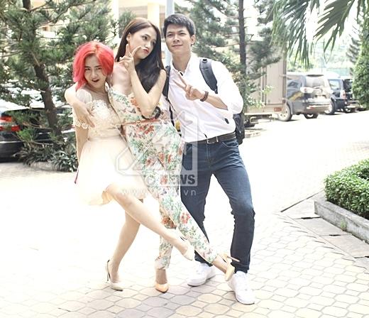 Cả ba nữ ca sĩ khá 'nhắng nhít' khi chụp ảnh cùng với nhau. - Tin sao Viet - Tin tuc sao Viet - Scandal sao Viet - Tin tuc cua Sao - Tin cua Sao