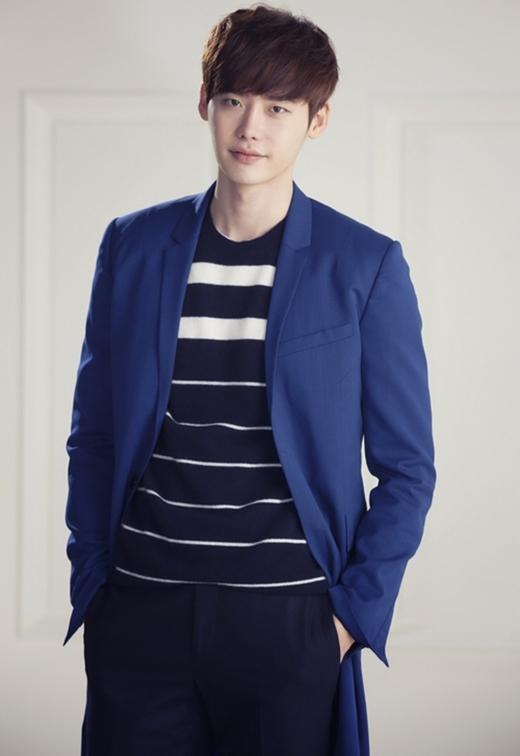 Lee Jong Suk sẽ đảm nhận vai nhân vật tên Choi Dal Po. Đây là một chàng trai thông minh nhưng luôn đội sổ ở trường trung học. Anh vốn dĩ là một thiên tài nhưng luôn che giấu chúng. Choi Dal Po ước mơ trở thành một phóng viên và anh luôn thành công trong công việc của mình.