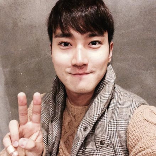 Siwon khoe ảnh 'ngố' chiêu đãi fan sau khi đến Nhật