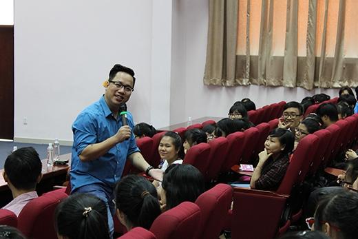Anh Tùng Leo chia sẻ rằng anh cảm thấy rất thoải mái và hào hứng khi được gặp gỡ và làm việc với các bạn sinh viên.