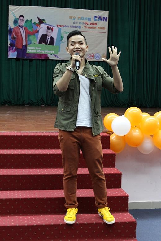 Có thể nói rằng, giọng hát của Phạm Hồng Phước đã mang đến những cảm xúc lãng mạn đến cả khán phòng buổi giao lưu giữa YAN và sinh viên Đại Học Kinh Tế - Luật Tp.Hồ Chí Minh