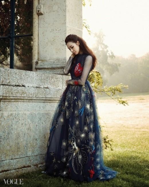 Mỹ nhân Choi Ji Woo sang trọng trên tạp chí Vouge