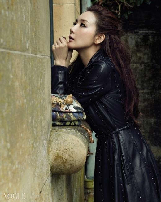 Ngắm nhìn nhan sắc mỹ nhân Choi Ji Woo sang trọng trên tạp chí Vouge